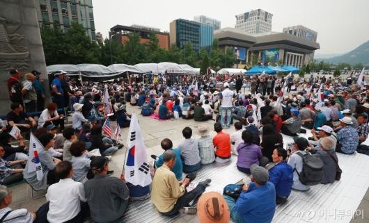 [사진]행정대집행 앞두고 광화문광장 집결한 우리공화당