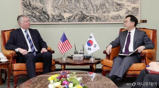 [사진]환담하는 한·미 북핵수석대표