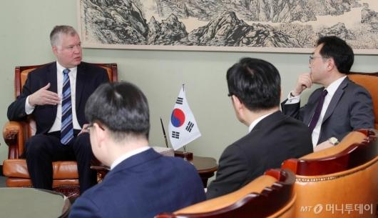 [사진]외교부 찾은 스티븐 비건 美대북정책특별대표