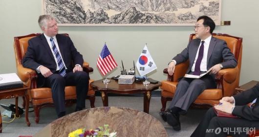 [사진]환담하는 한-미 북핵수석대표
