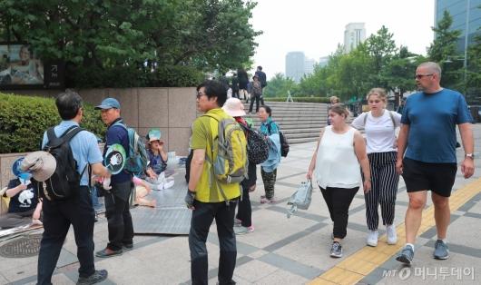 [사진]청계광장 주위로 모이는 우리공화당 관계자들