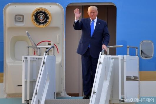 [사진]오산공군기자 도착한 트럼프