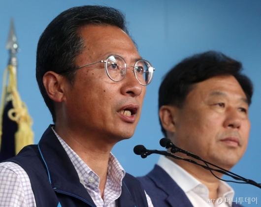 [사진]국회 찾아 기자회견하는 김명환 위원장