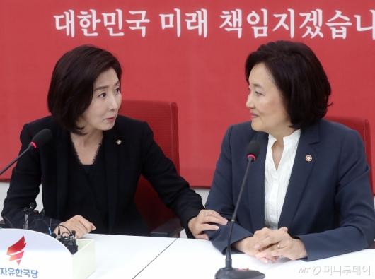 [사진]면담 나누는 나경원-박영선