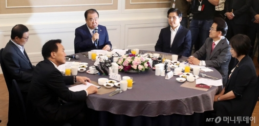 [사진]초월회 발언하는 문희상 국회의장