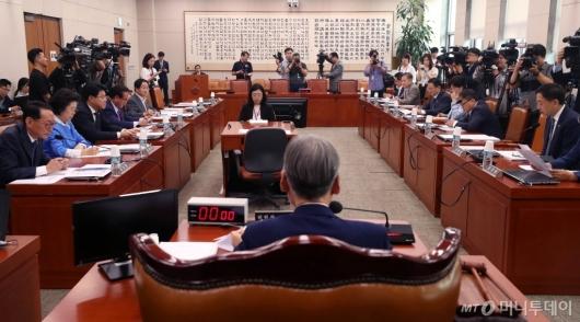[사진]긴장감 도는 법사위 전체회의
