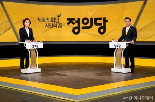 [사진]토론 준비하는 심상정-양경규