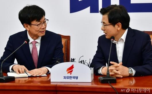 [사진]대화하는 김상조-황교안