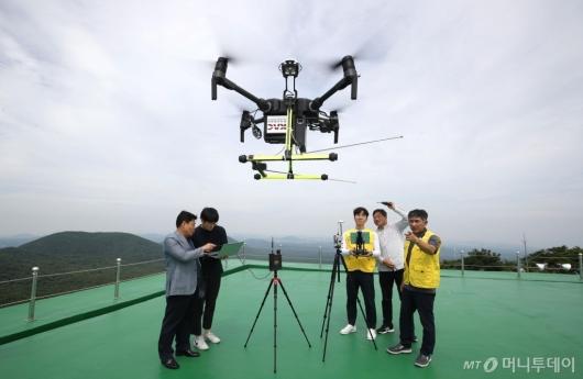 [사진]제주항공무선표지소 '항행안전시설 성능점검 드론시스템'