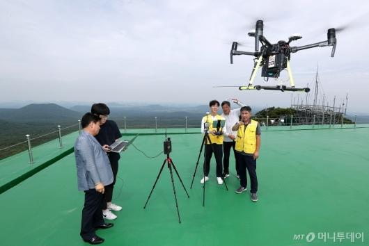 [사진]한국공항공사 '항행안전시설 성능점검 드론시스템'