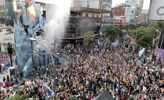 [사진]신촌 물총축제 '인산인해'