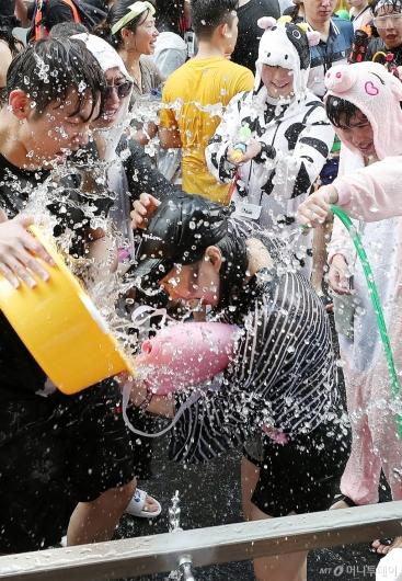 [사진]'보기만 해도 시원한 물싸움'