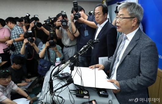 [사진]답변하는 박건호 교육정책국장