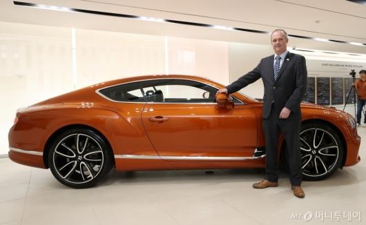[사진]럭셔리한 디자인 뽐내는 컨티넨탈 GT V8