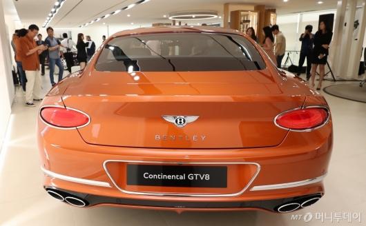 [사진]컨티넨탈 GT V8의 매력적인 뒷태