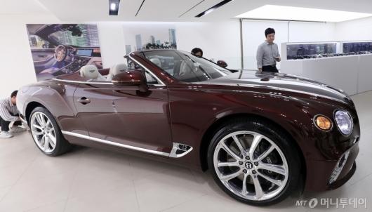 [사진]궁극의 럭셔리 디자인 살린 'GT V8 컨버터블'