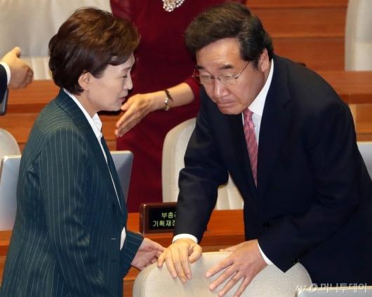 [사진]이야기 나누는 이낙연-김현미