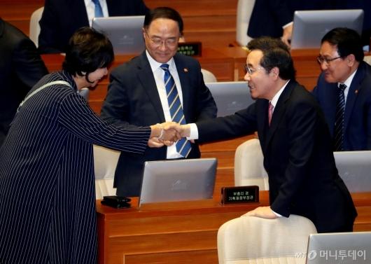 [사진]악수 나누는 이낙연-손혜원