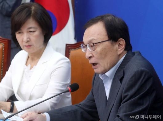 [사진]일본경제보복대책 논의하는 이해찬 대표