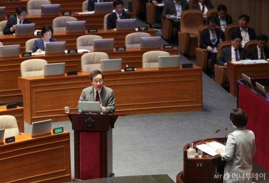 [사진]대정부질문 받는 이낙연 총리