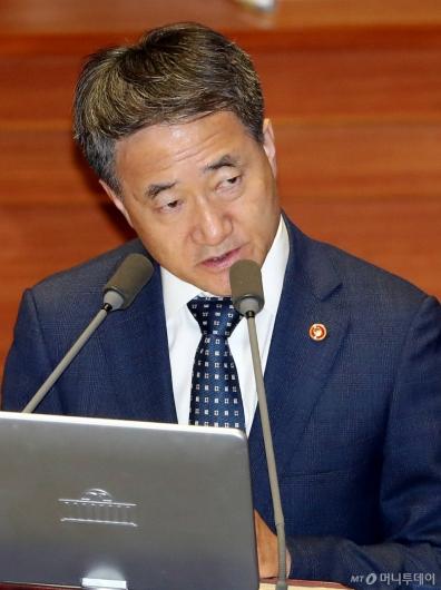 [사진]대정부질문 답변하는 박능후 장관