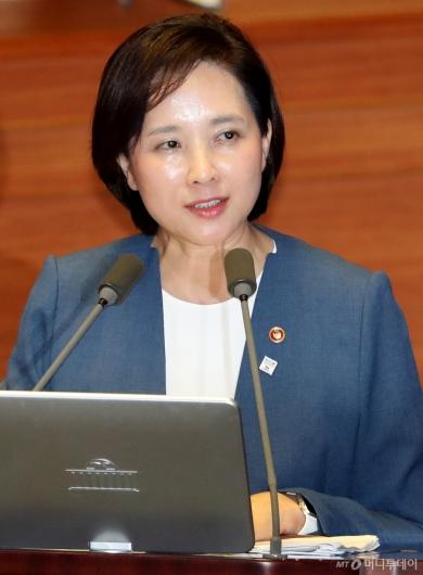[사진]대정부질문 답변하는 유은혜 부총리