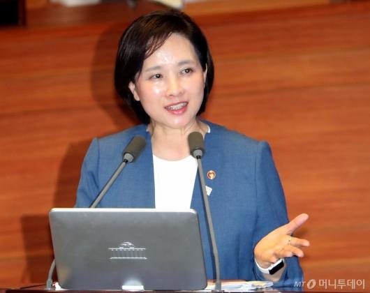 [사진]대정부질문 답변하는 유은혜