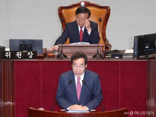 [사진]국회 예결위 출석한 이낙연 총리