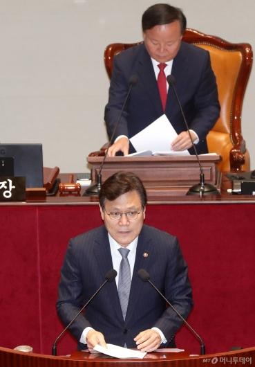 [사진]제안설명하는 최종구 금융위원장