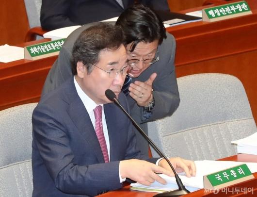[사진]예결위 출석한 이낙연 총리
