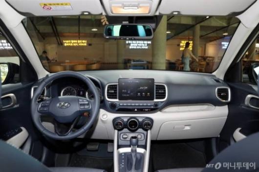 [시승기]생애 첫차 겨냥 현대차 막내 SUV '베뉴'(영상)