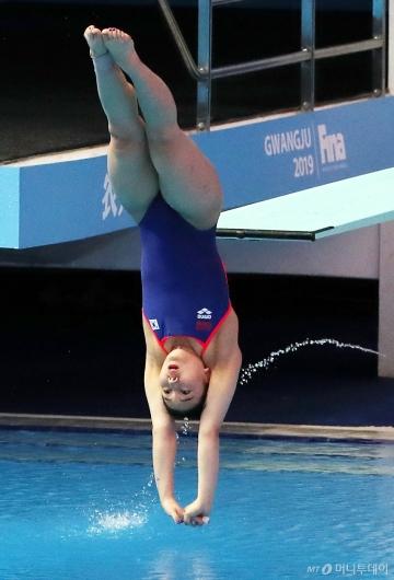 [사진]김수지, 스프링보드 1m 예선 다이빙
