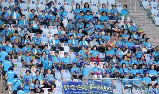 [사진]광주세계수영선수권대회 찾은 시민서포터즈