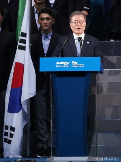 [사진]문재인 대통령, 광주세계수영선수권대회 개회선언