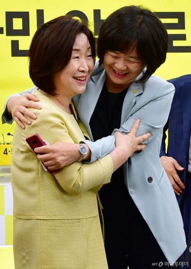 [사진]포옹하는 심상정-이정미