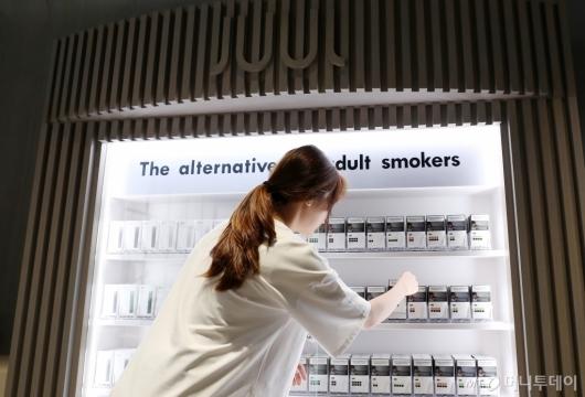 [사진]쥴 랩스, 국내 첫 직영소매점 개장