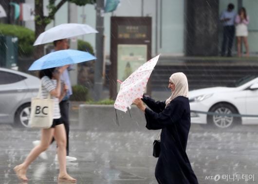 [사진]'고장난 우산'