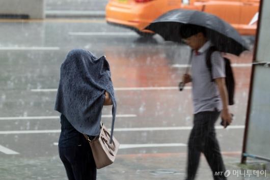 [사진]'우산 꼭 챙기세요'
