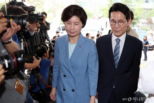 [사진]백혜련-윤소하, '국회 패스트트랙' 피고발인 신분으로 경찰 출석