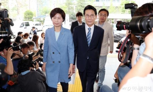 [사진]경찰 출석하는 백혜련-윤소하