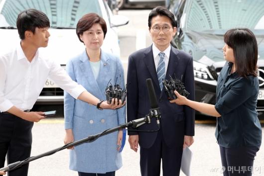 [사진]'패스트트랙 고발사건' 경찰 출석한 백혜련-윤소하