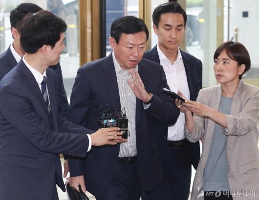 [사진]답변 거부하는 신동빈 롯데그룹 회장