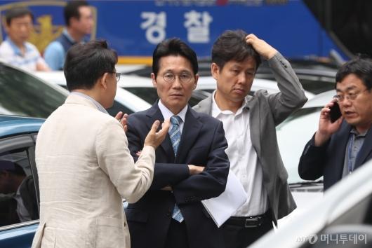 [사진]영등포경찰서 출석한 윤소하 원내대표