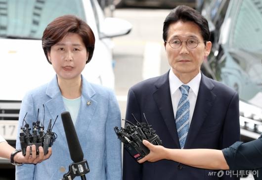 [사진]백혜련-윤소하, '패스트트랙 고발사건' 관련 경찰 출석