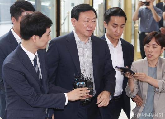[사진]'한·일무역 갈등' 말 아끼는 신동빈 롯데 회장