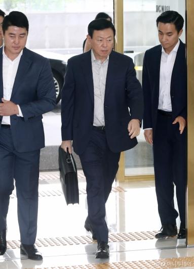 [사진]사장단회의 참석하는 신동빈 롯데그룹 회장