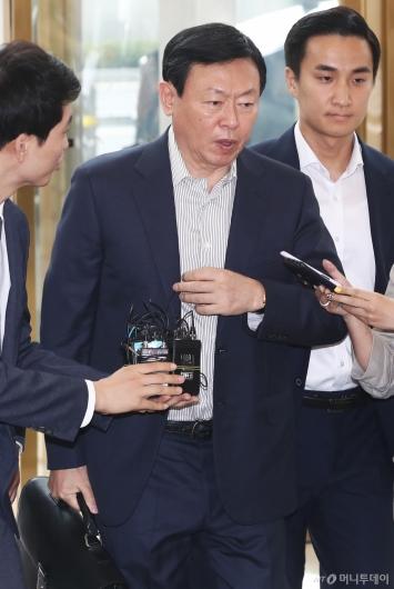 [사진]신동빈, 롯데 사장단 회의 참석...'한일갈등 돌파구?'