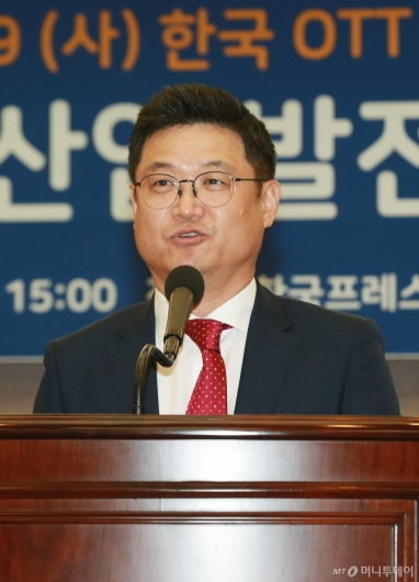[사진]인사말하는 성동규 한국OTT포럼 초대 위원장