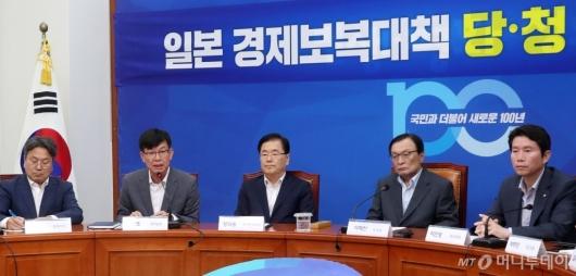 [사진]일본 경제보복대책 발언하는 김상조