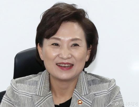 [사진]미소 짓는 김현미 장관